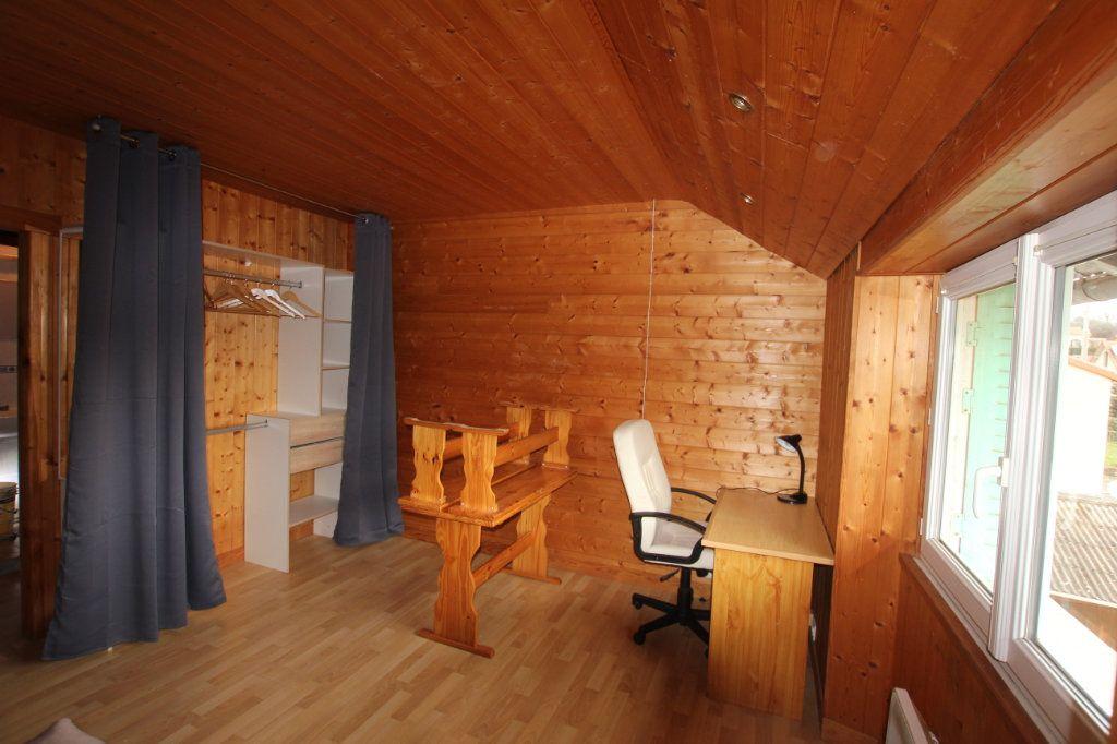 Appartement à louer 1 21.78m2 à Saint-Flour vignette-1