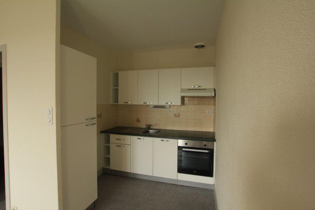 Appartement à louer 2 48m2 à Saint-Flour vignette-2