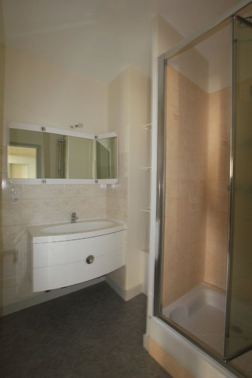 Appartement à louer 2 48m2 à Saint-Flour vignette-3