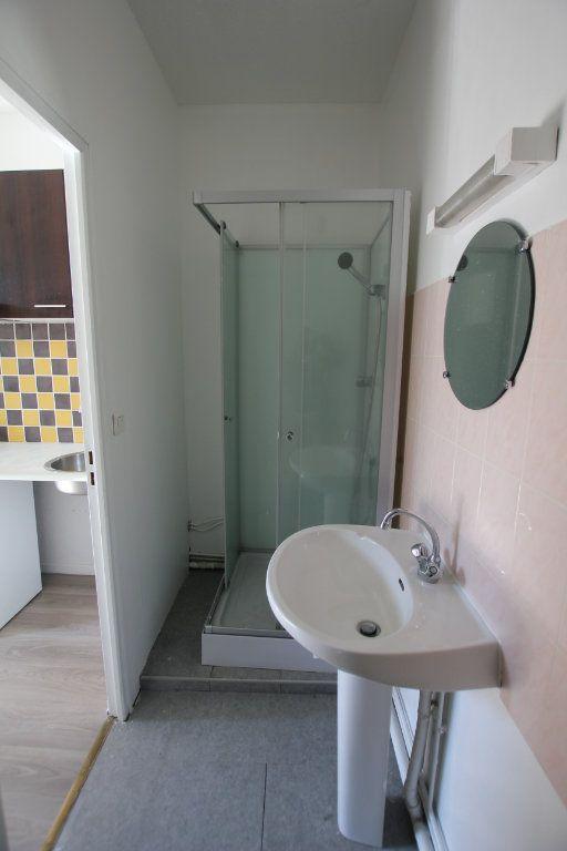 Appartement à louer 1 25m2 à Saint-Flour vignette-2