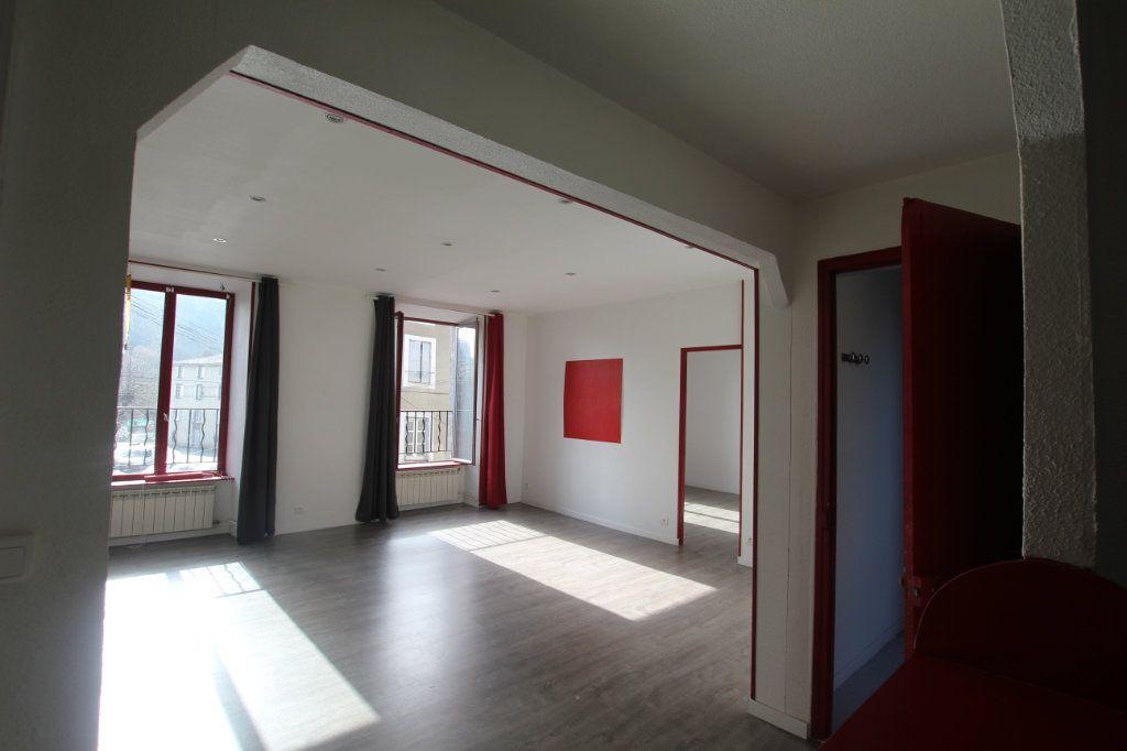 Appartement à louer 3 75m2 à Saint-Flour vignette-1