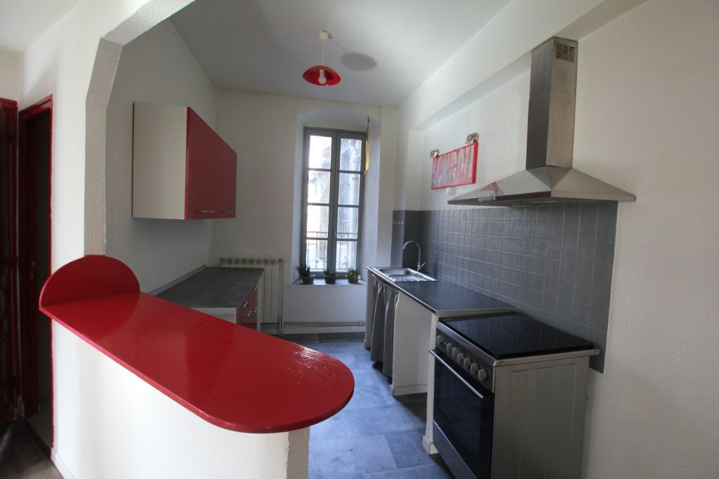 Appartement à louer 3 75m2 à Saint-Flour vignette-2