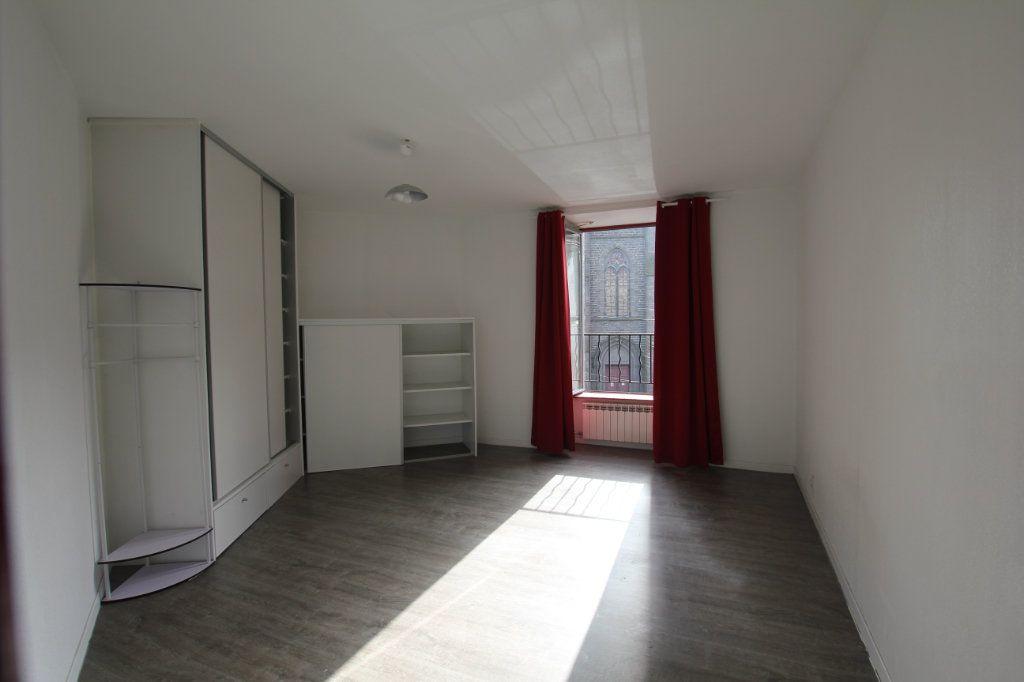 Appartement à louer 3 75m2 à Saint-Flour vignette-3