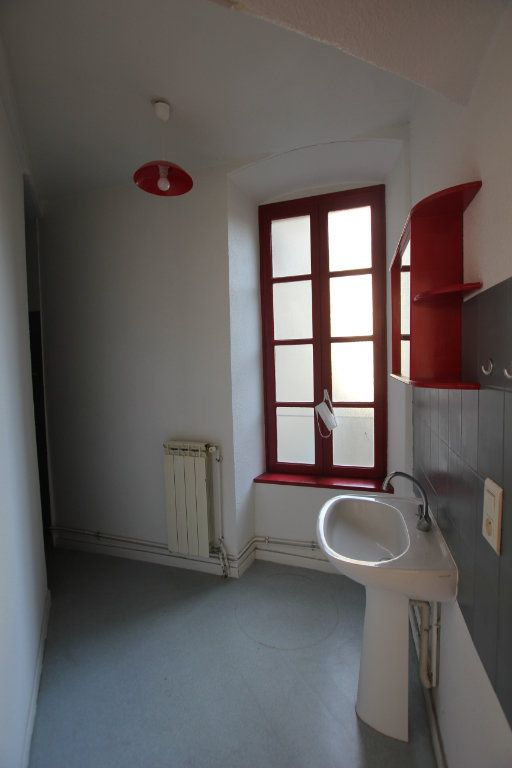 Appartement à louer 3 75m2 à Saint-Flour vignette-5