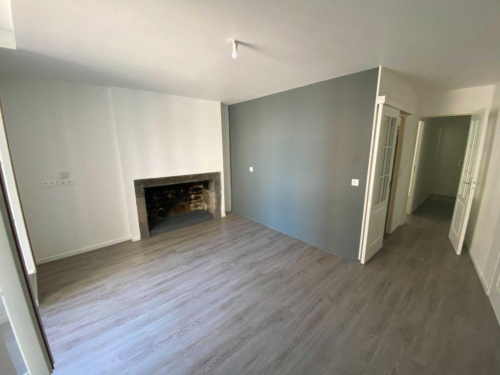 Appartement à louer 2 41.5m2 à Saint-Flour vignette-1