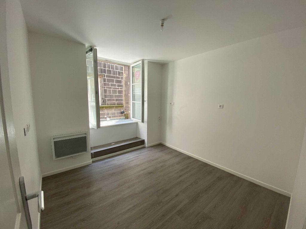 Appartement à louer 2 41.5m2 à Saint-Flour vignette-3