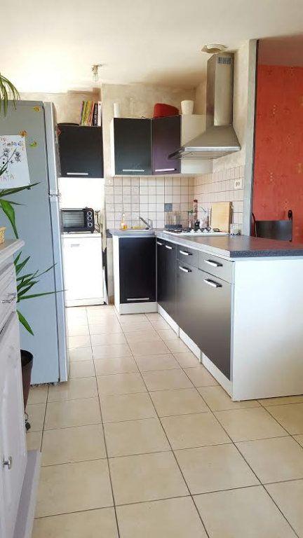 Appartement à louer 2 65m2 à Saint-Flour vignette-1