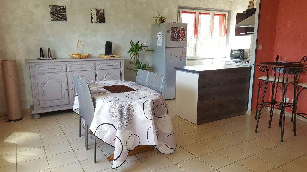 Appartement à louer 2 65m2 à Saint-Flour vignette-2