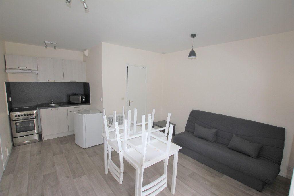 Appartement à louer 1 19.4m2 à Saint-Flour vignette-1