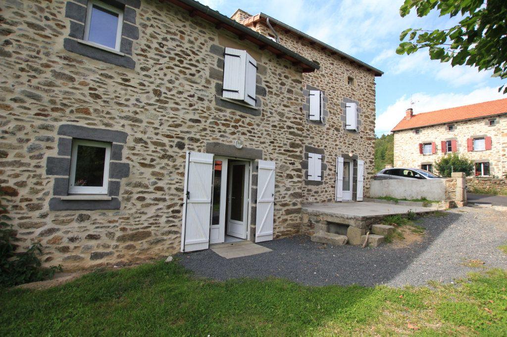 Maison à louer 5 142.92m2 à Saint-Flour vignette-1