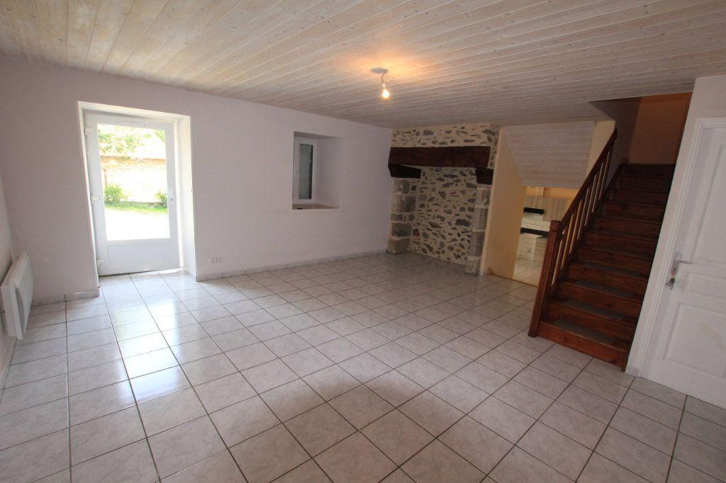 Maison à louer 5 142.92m2 à Saint-Flour vignette-2