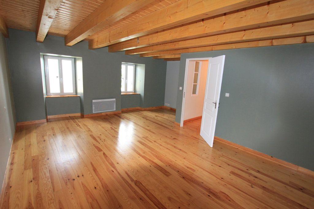 Maison à louer 5 142.92m2 à Saint-Flour vignette-3