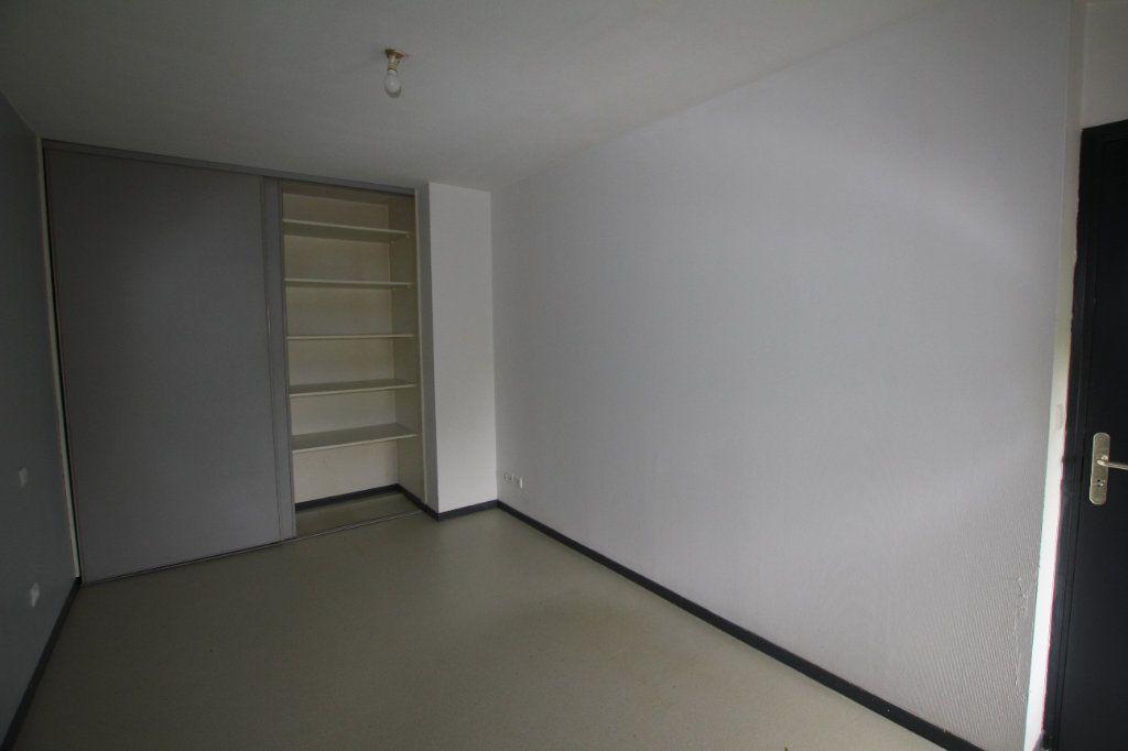 Appartement à louer 2 50.3m2 à Saint-Flour vignette-4