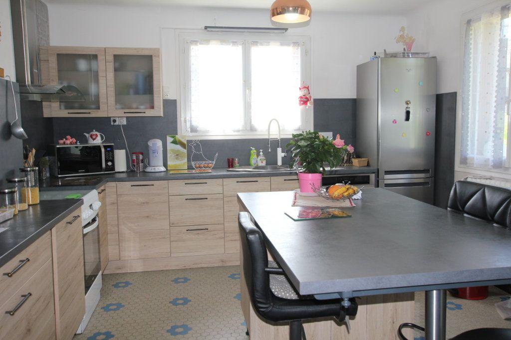 Maison à vendre 7 130m2 à Saint-Flour vignette-3