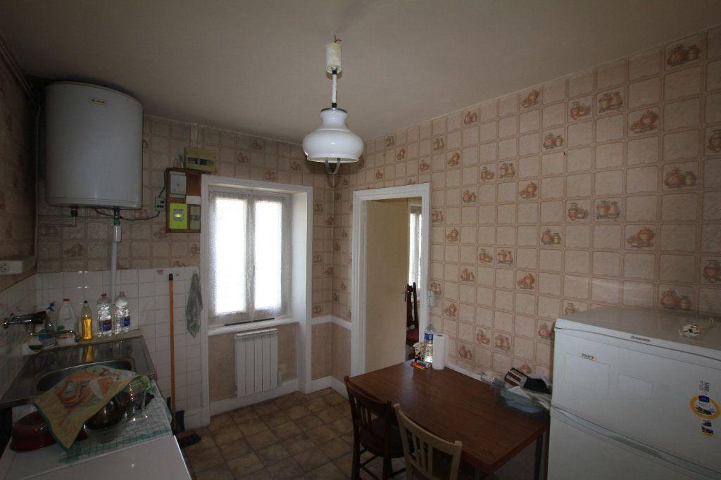 Appartement à vendre 2 44m2 à Saint-Flour vignette-4