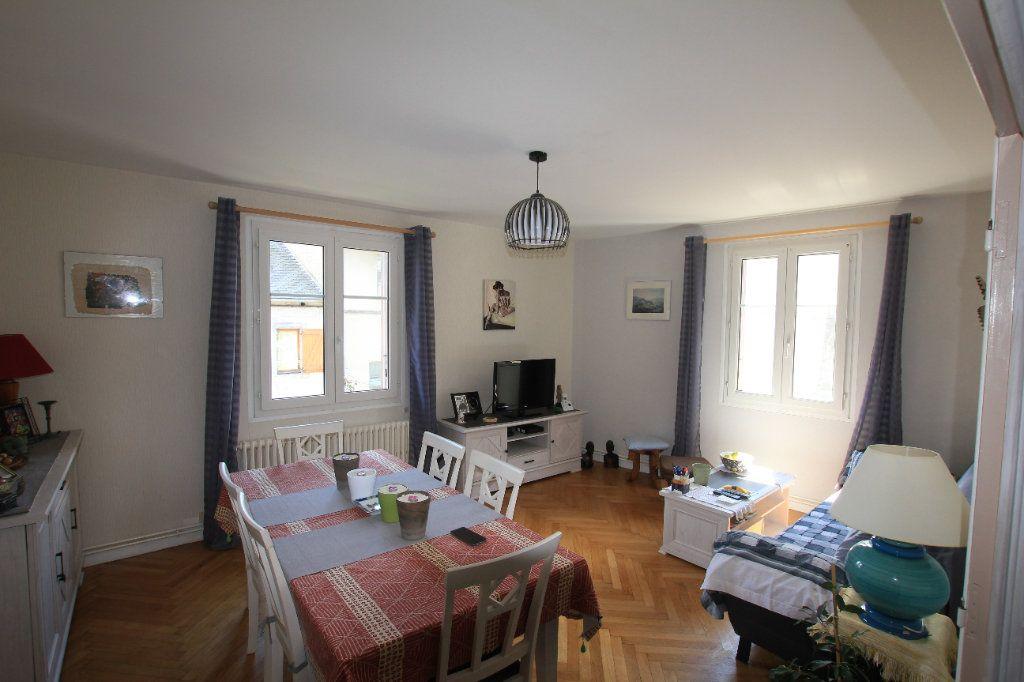 Appartement à vendre 5 112m2 à Saint-Flour vignette-1