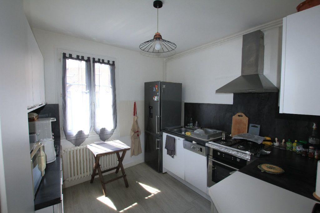 Appartement à vendre 5 112m2 à Saint-Flour vignette-2