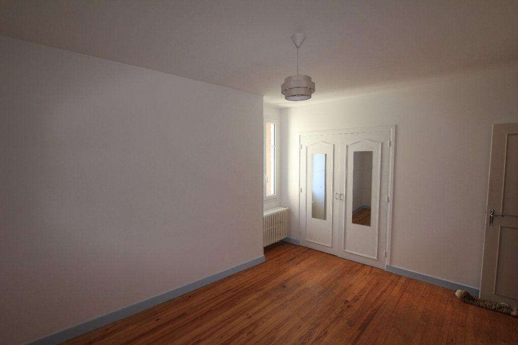Appartement à vendre 5 112m2 à Saint-Flour vignette-4