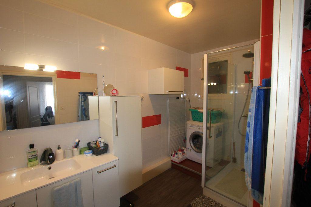 Appartement à vendre 5 112m2 à Saint-Flour vignette-5