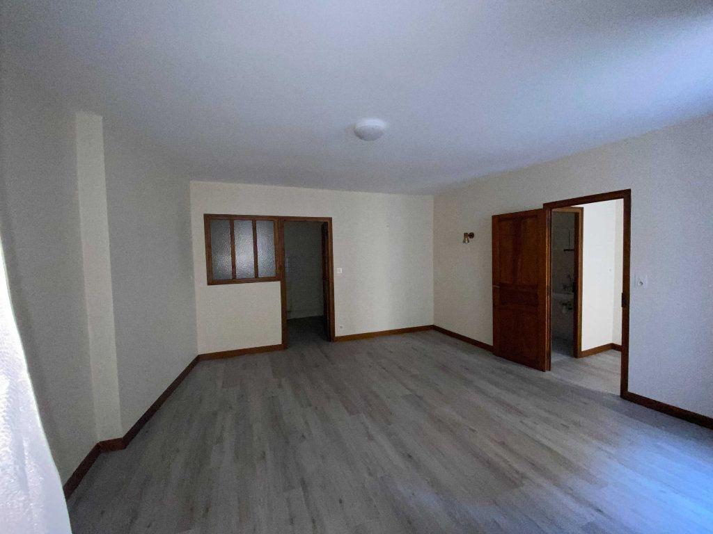 Appartement à louer 1 30m2 à Chaudes-Aigues vignette-1
