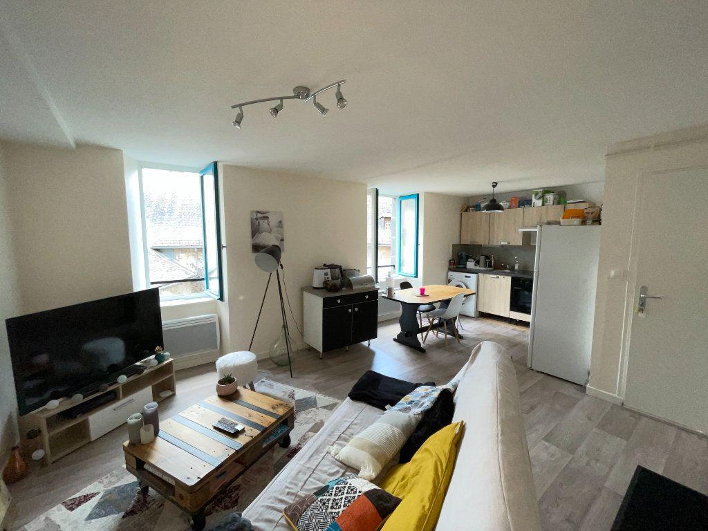 Appartement à louer 3 47m2 à Saint-Flour vignette-1