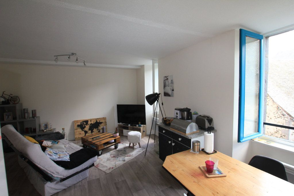 Appartement à louer 3 47m2 à Saint-Flour vignette-3