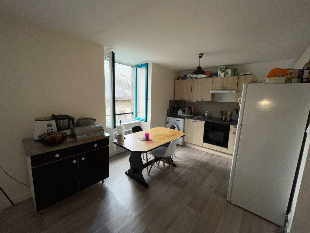Appartement à louer 3 47m2 à Saint-Flour vignette-4