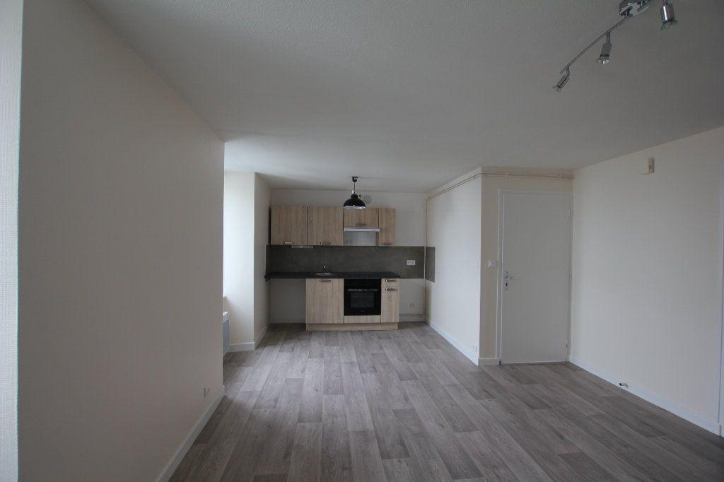 Appartement à louer 3 47m2 à Saint-Flour vignette-5