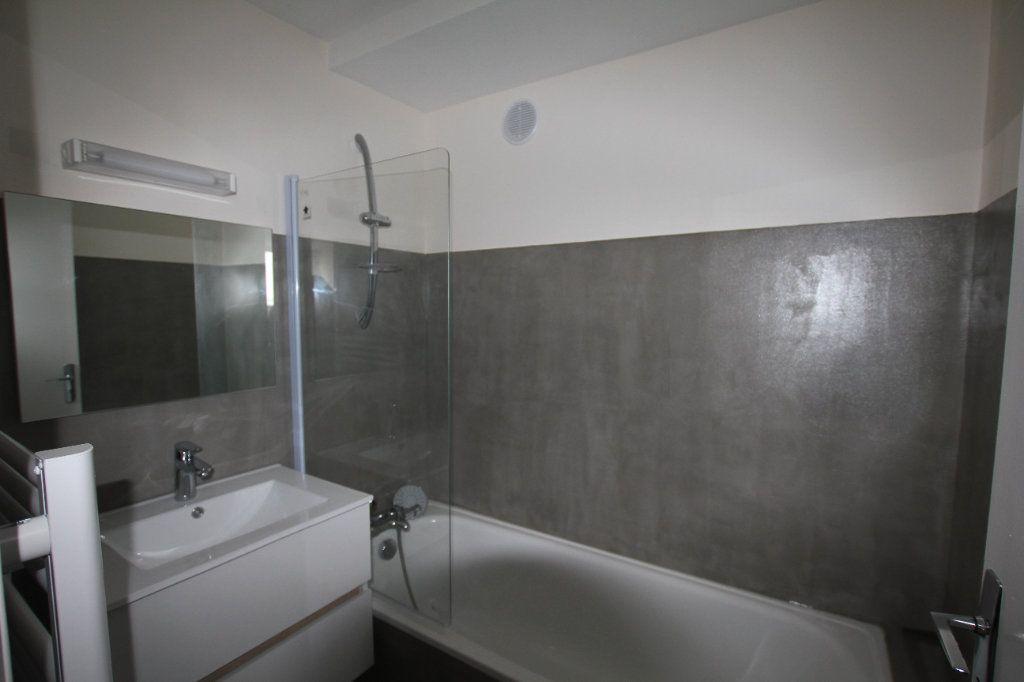 Appartement à louer 3 47m2 à Saint-Flour vignette-7
