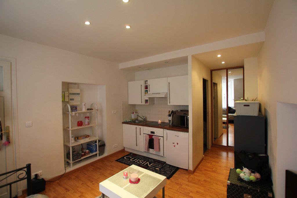 Appartement à louer 1 19.3m2 à Saint-Flour vignette-1