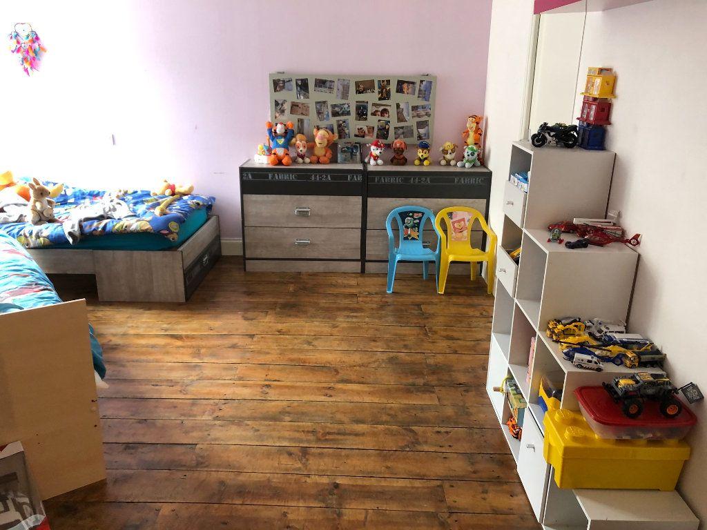 Appartement à vendre 3 82m2 à Saint-Flour vignette-3