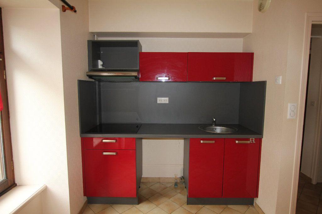 Appartement à louer 2 40m2 à Saint-Flour vignette-3