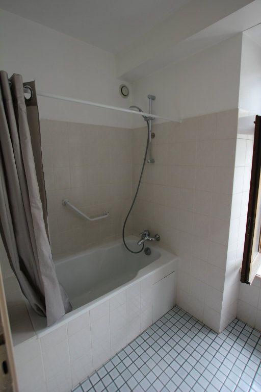 Appartement à louer 2 40m2 à Saint-Flour vignette-6