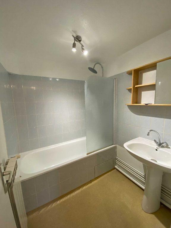 Appartement à louer 2 45m2 à Saint-Flour vignette-4