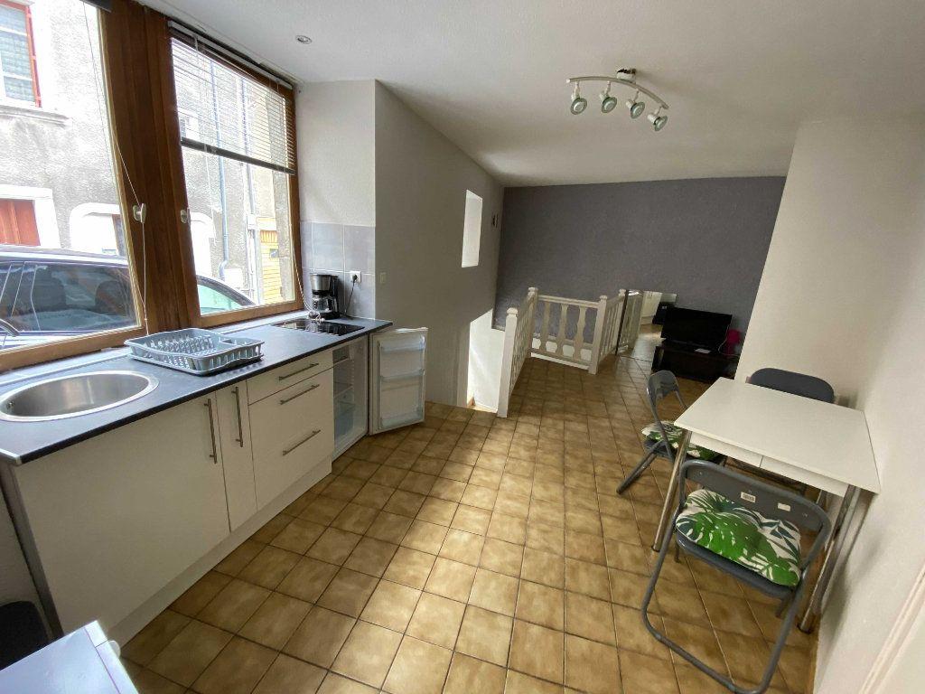 Appartement à louer 2 35m2 à Saint-Flour vignette-2