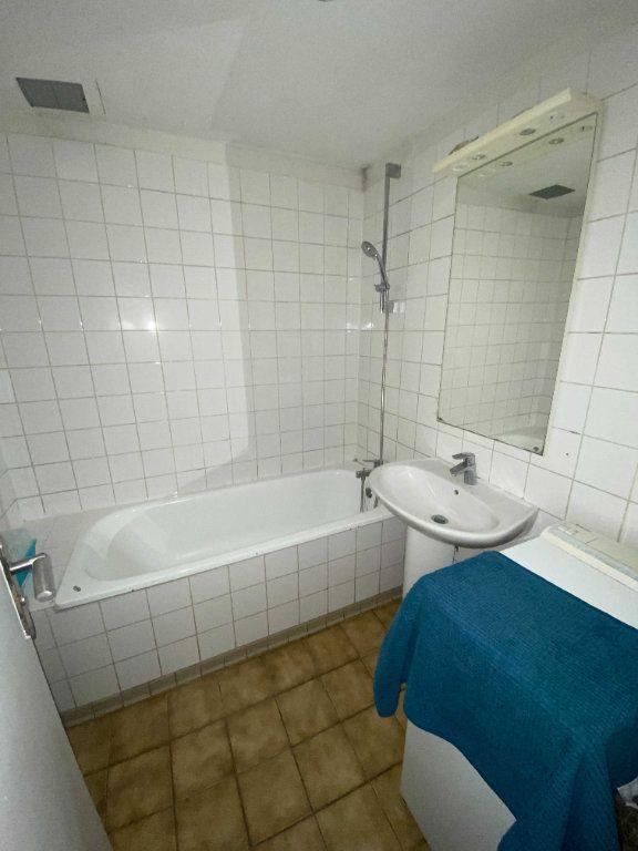 Appartement à louer 2 35m2 à Saint-Flour vignette-3