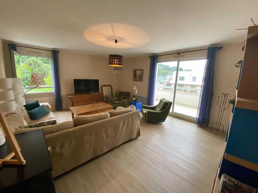 Appartement à louer 5 99.81m2 à Saint-Flour vignette-1