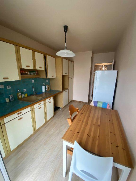 Appartement à louer 5 99.81m2 à Saint-Flour vignette-2