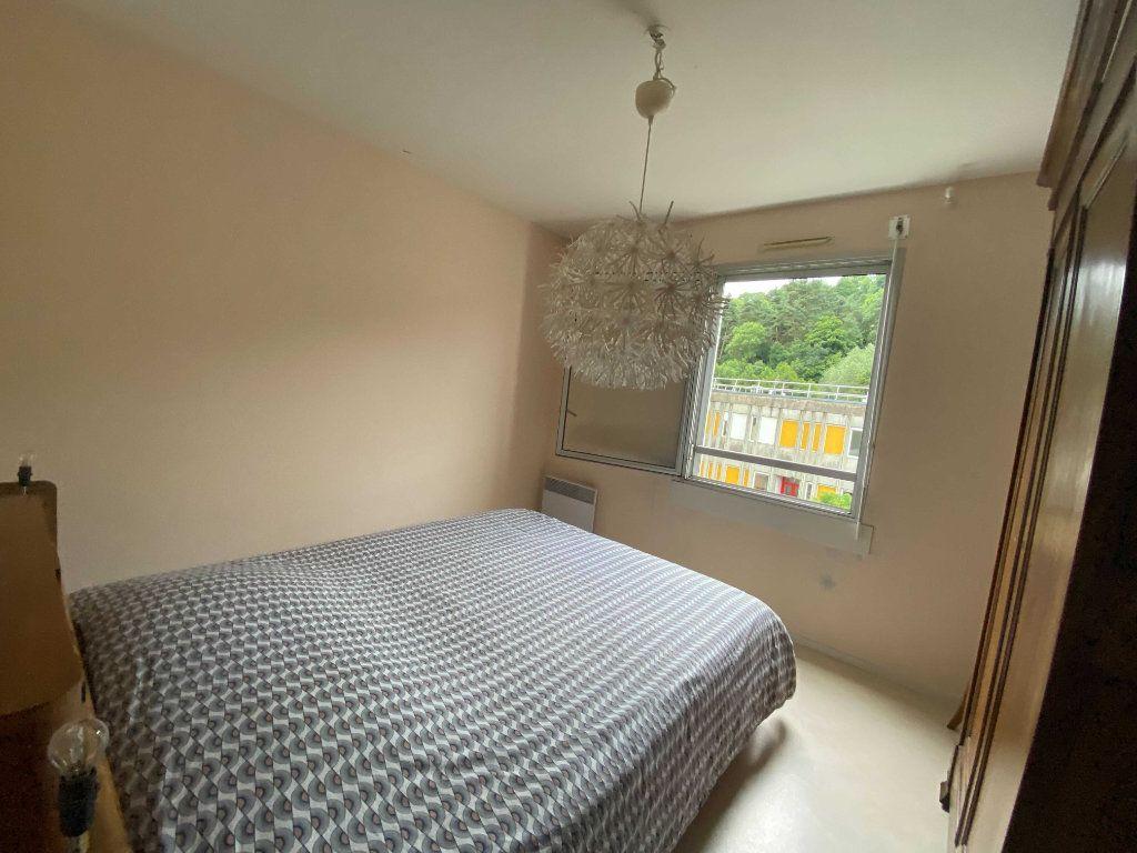 Appartement à louer 5 99.81m2 à Saint-Flour vignette-3