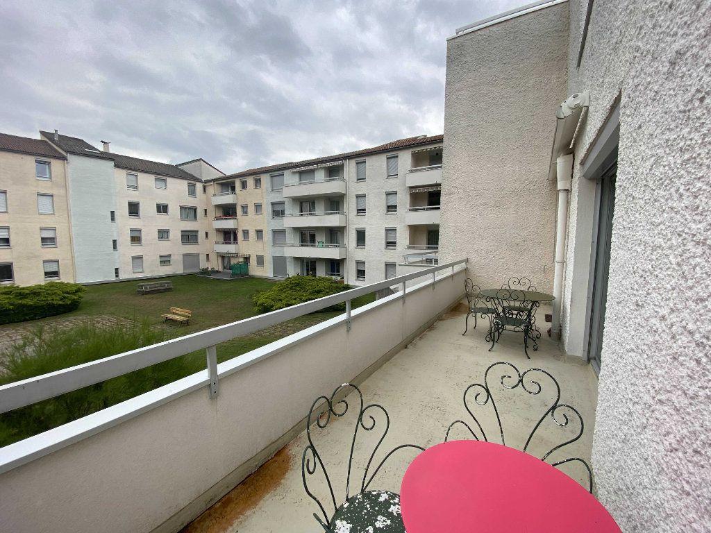 Appartement à louer 5 99.81m2 à Saint-Flour vignette-7