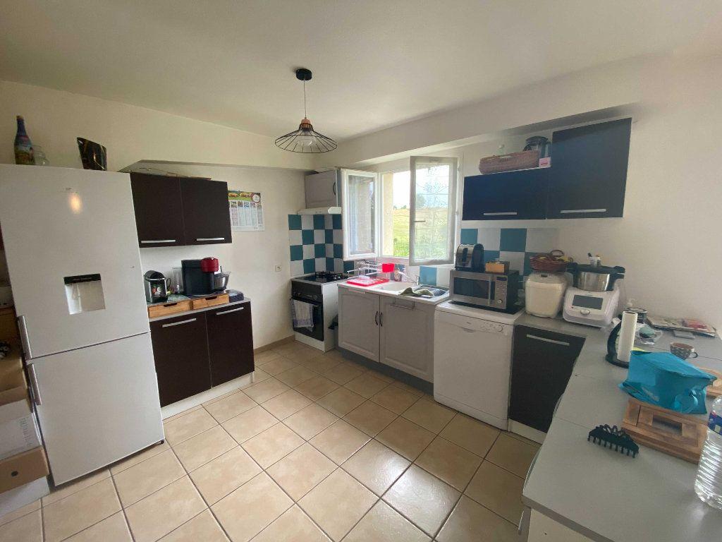 Appartement à louer 4 110.9m2 à Anglards-de-Saint-Flour vignette-1