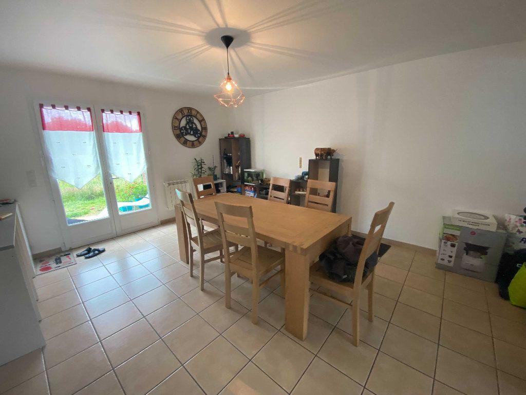 Appartement à louer 4 110.9m2 à Anglards-de-Saint-Flour vignette-3