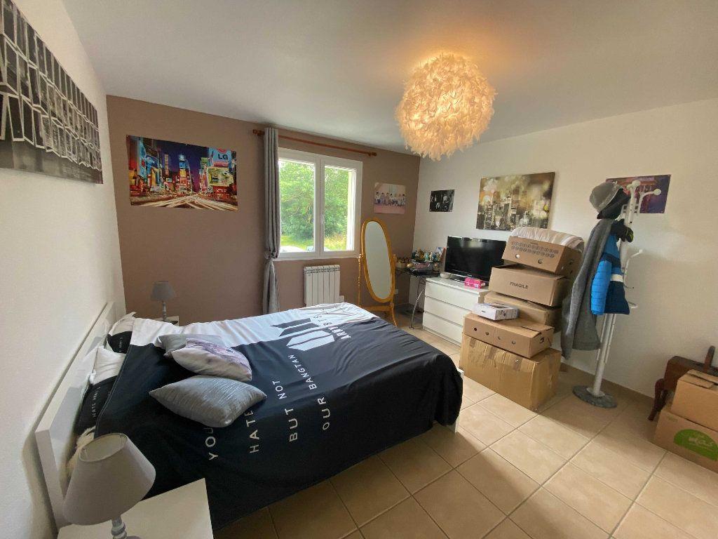 Appartement à louer 4 110.9m2 à Anglards-de-Saint-Flour vignette-4