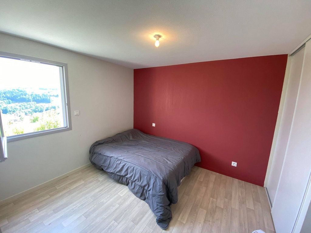 Maison à louer 4 93.9m2 à Saint-Flour vignette-5