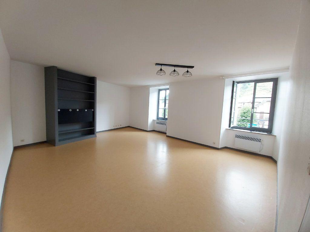 Appartement à louer 5 102m2 à Saint-Flour vignette-1