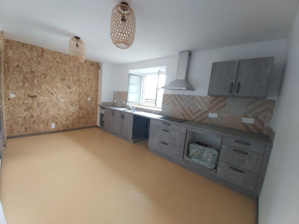 Appartement à louer 5 102m2 à Saint-Flour vignette-2
