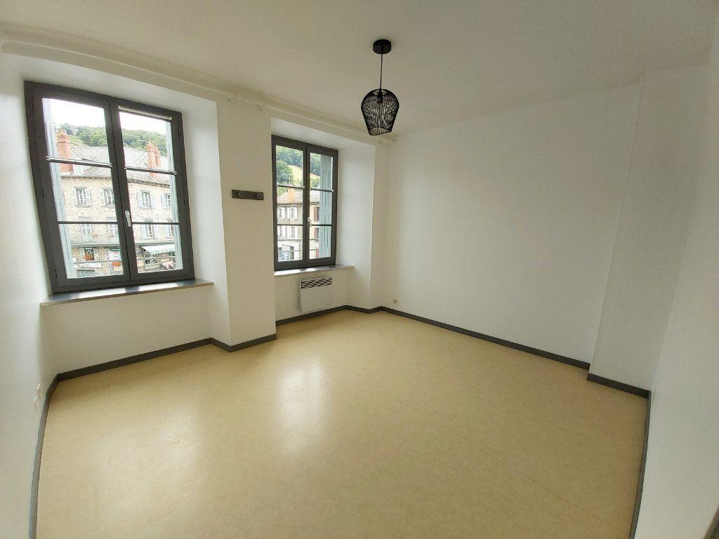 Appartement à louer 5 102m2 à Saint-Flour vignette-4