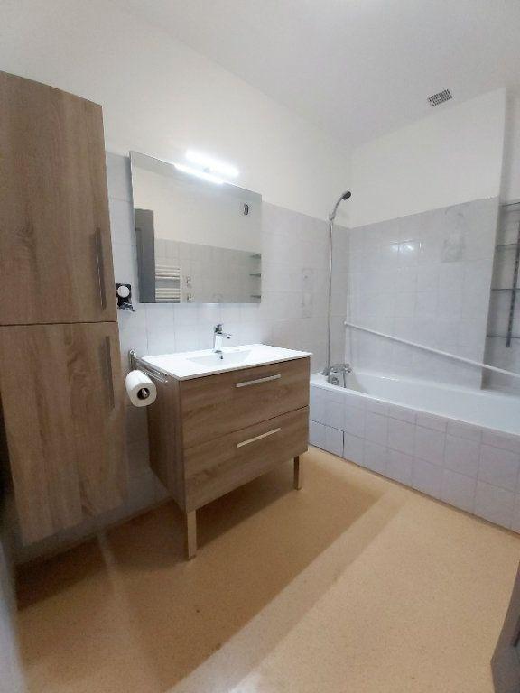 Appartement à louer 5 102m2 à Saint-Flour vignette-5