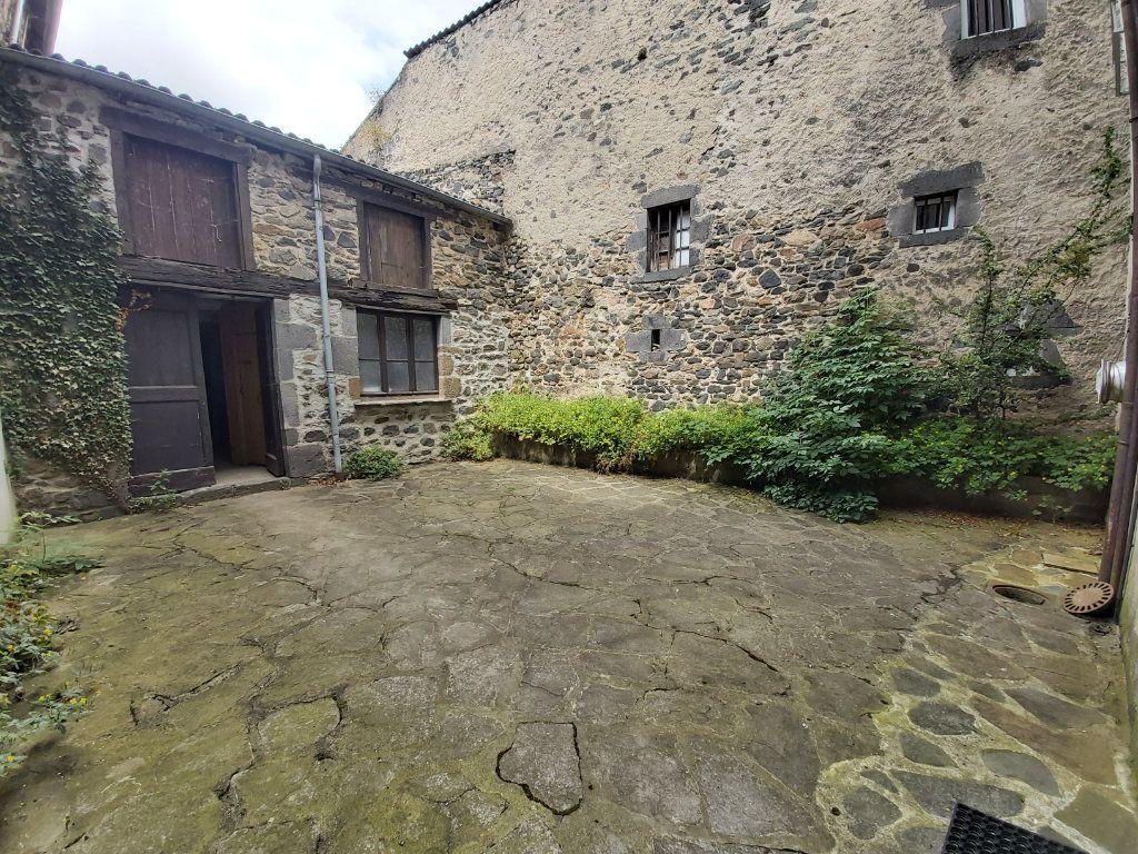 Appartement à louer 5 102m2 à Saint-Flour vignette-7