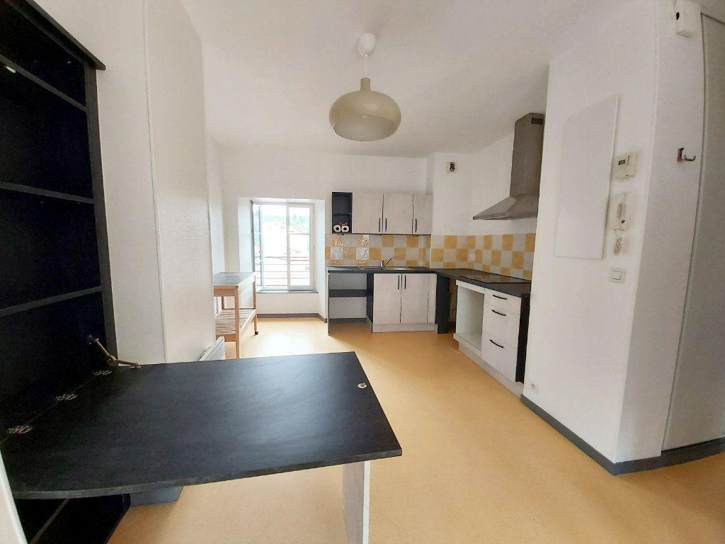Appartement à louer 2 50m2 à Saint-Flour vignette-1